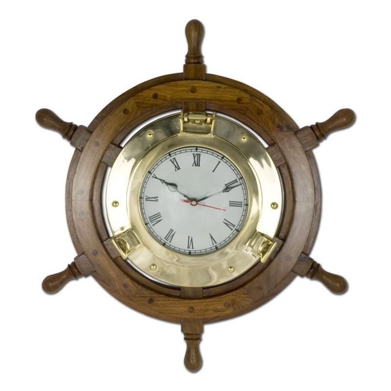 Reloj náutico con rueda de timón de barco