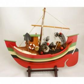 Maqueta de medio barco de pesca