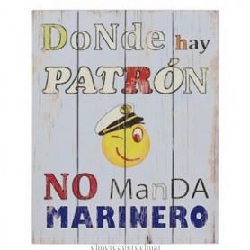 Placa náutica donde hay patrón no manda marinero