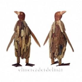 Pingüino marino en madera reflotada