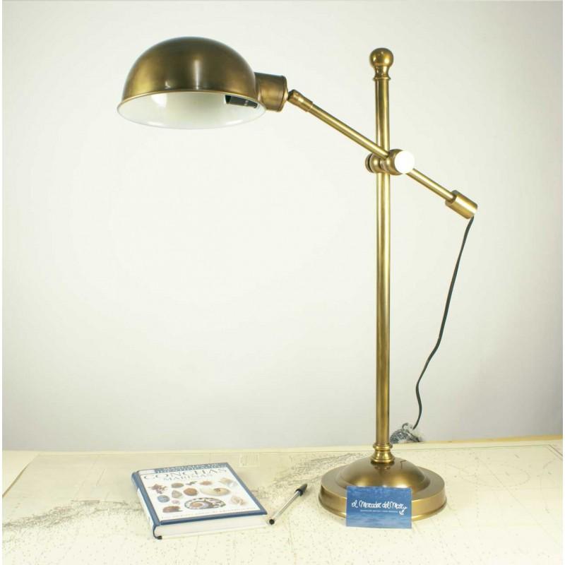 Lámpara articulada de mesa de latón envejecido en El Mercader del Mar