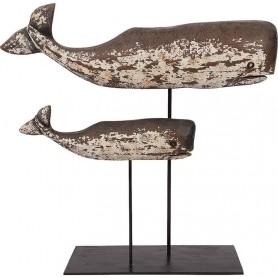 Ballenas decorativas sobre peana en el mercader del mar para decoración náutica y marinera