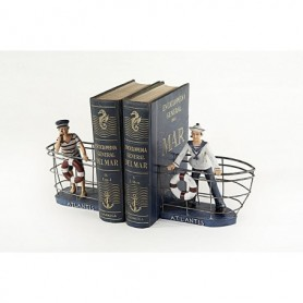 Sujeta libros pareja con marineros