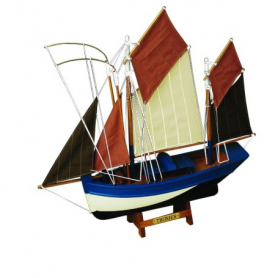 Maqueta naval de barca atunera
