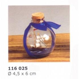 Velero en botella con lazo azul de artesanía marinera